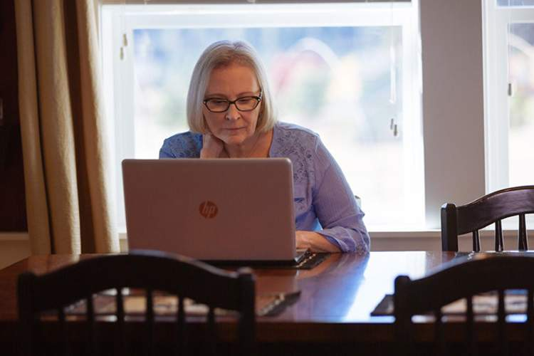 Michele Tschirhart using a laptop.