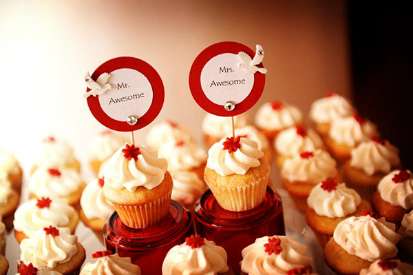 Mr and Mrs Awesome cupcakes at their wedding. Aaron gave himself and Stefanie this nickname.Rachel Naft Photography
