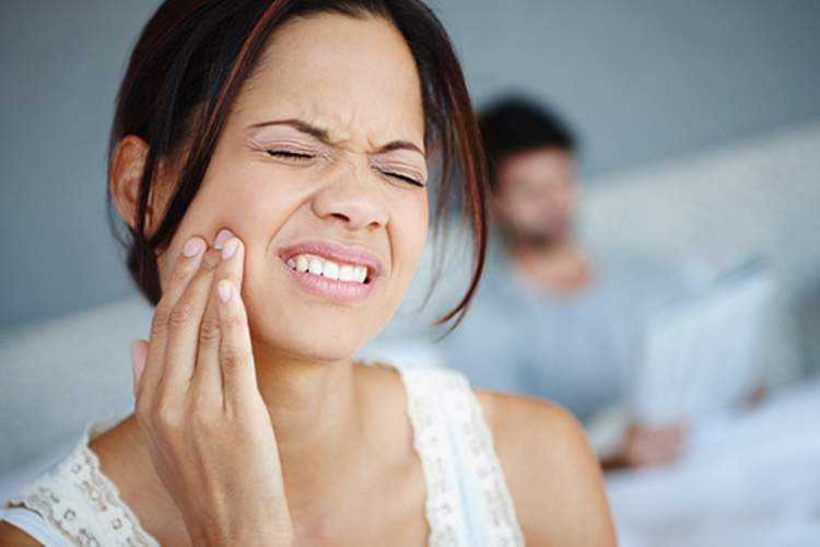 woman with jaw pain image
