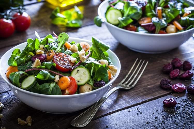 干净的饮食概念,健康沙拉。