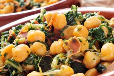 Spanish espinacas con garbanzos, spinach with chickpeas.