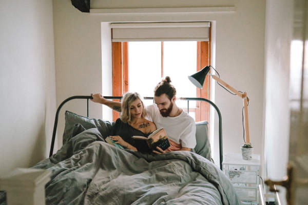 couple in bed reading