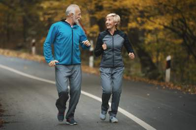 Older couple jogging to stay healthy.