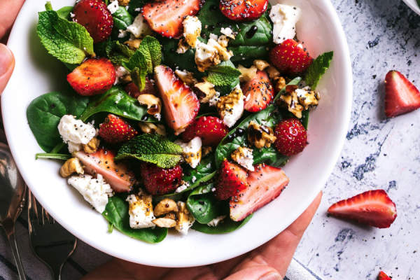 Strawberry, spinach and feta salad