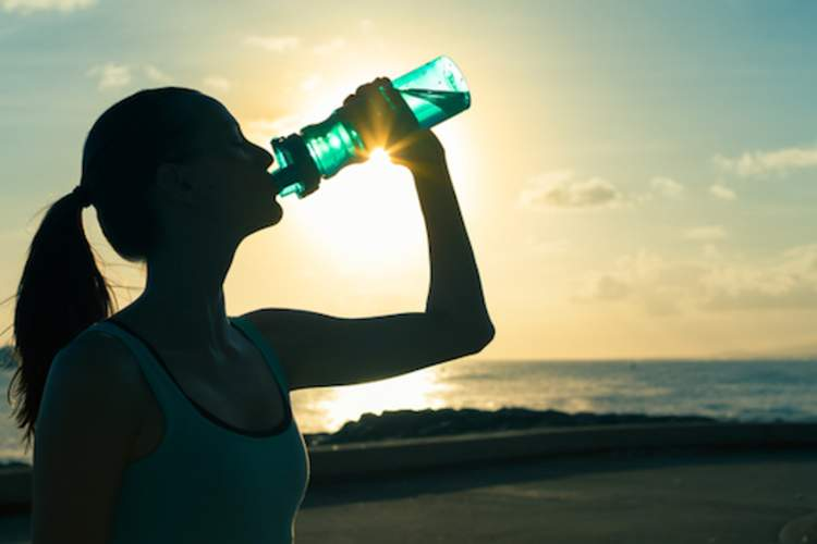 exerciser drinking water