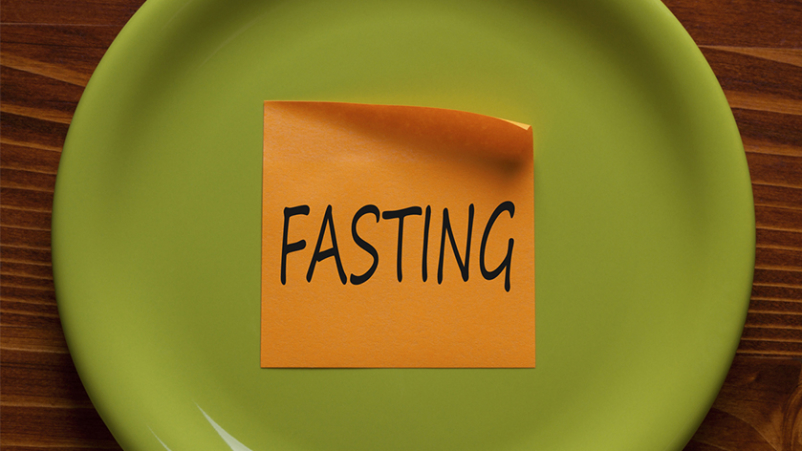 Fasting diet note on plate.
