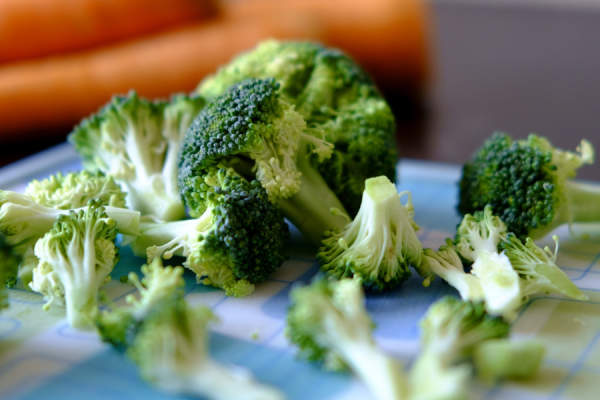 uncooked broccoli