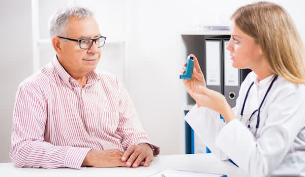 Patient talking to doctor about asthma