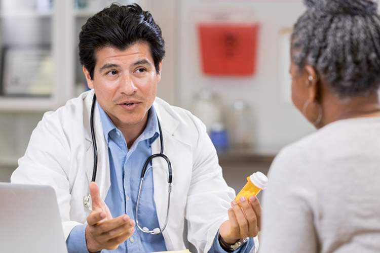 Doctor discussing dangers of opioid pain relievers with a patient.