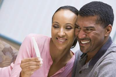 Couple with pregnancy test smiling
