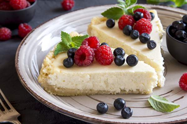 Cheesecake with fresh berries.