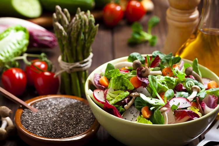 Eating whole, fresh vegetables may help with rheumatoid arthritis.