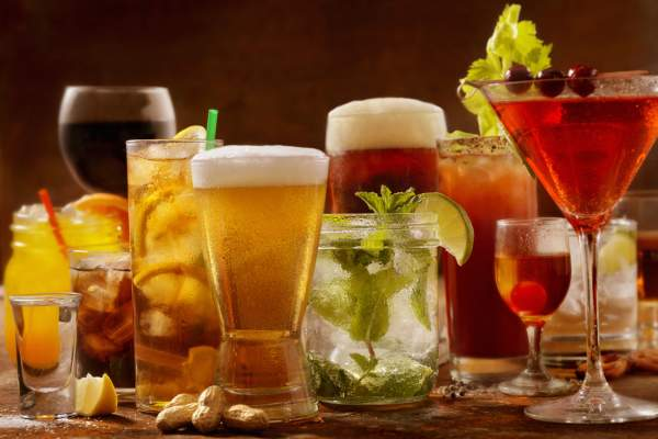 different types of alcoholic drinks image