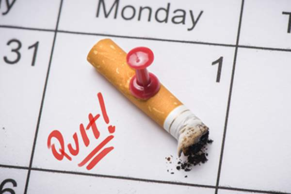 Day to quit smoking cigarettes marked on a calendar.