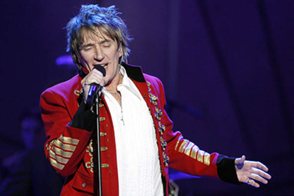 Singer Rod Stewart performs at CBS's 8th Annual 'A Home for the Holidays' at Ren-Mar Studios on November 12, 2006 in Los Angeles, California.