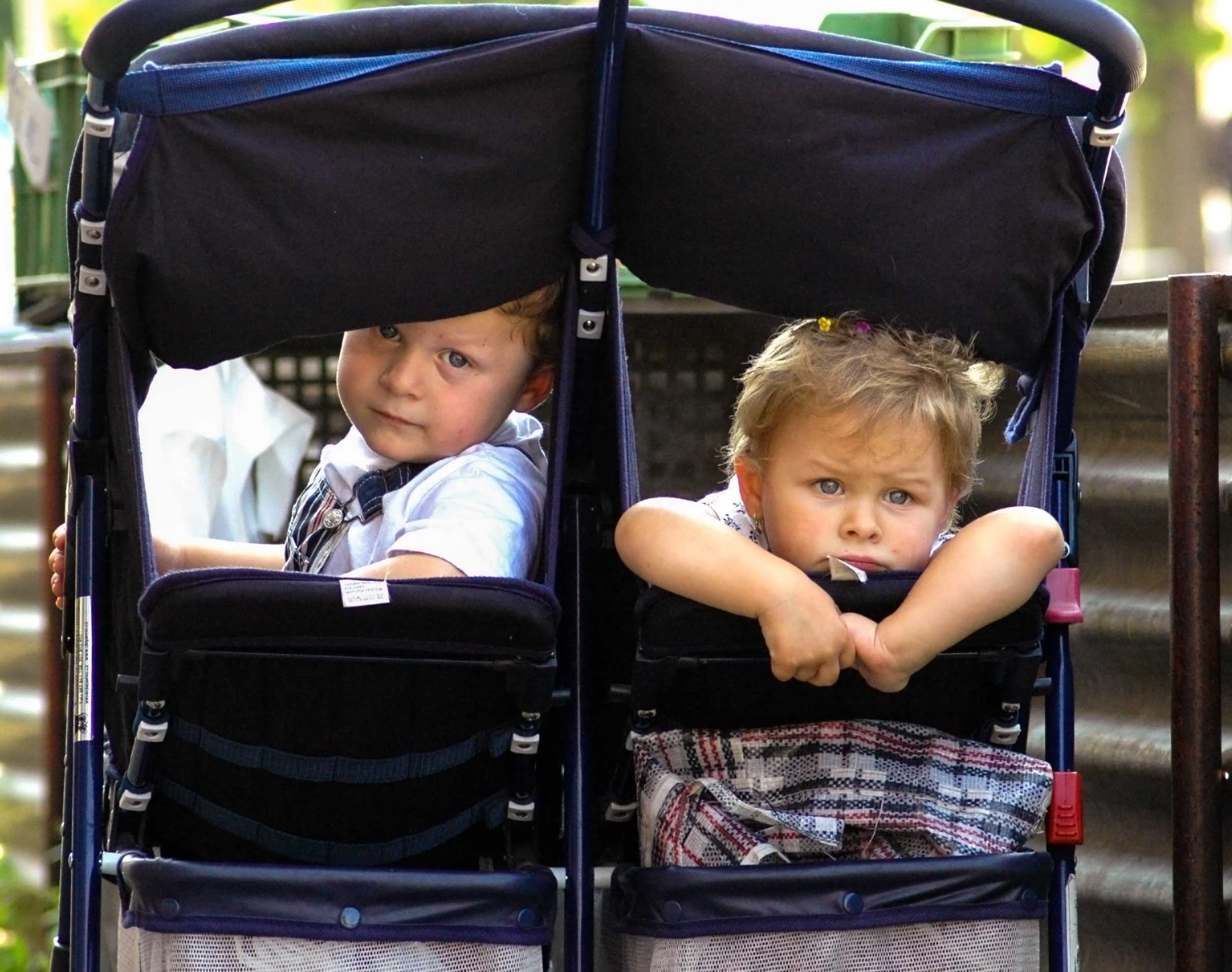 4.children-in-pram-lisbon-portugal