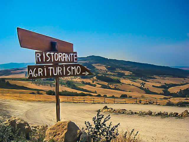 3. Road signs-italy-Tuscany