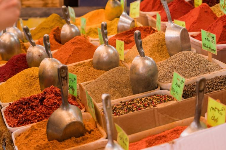 spices-market-curry-turmeric-powder.jpg