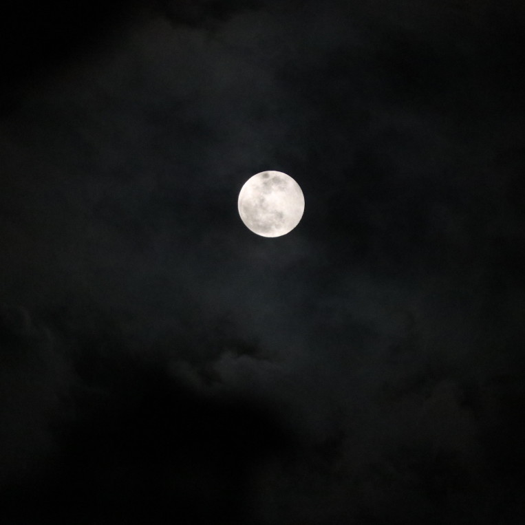 full-moon-clouds-night-sky.jpg
