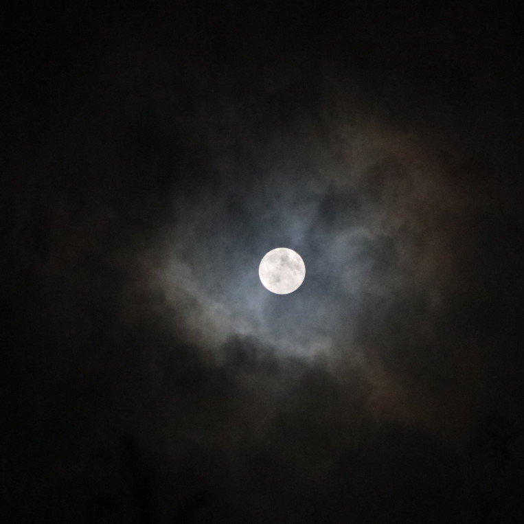 full-moon-clouds-dark-night.jpg