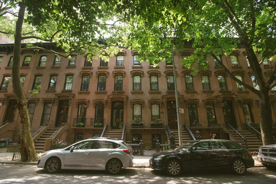Fort greene nyc neighborhood guide compass for Buy house in brooklyn