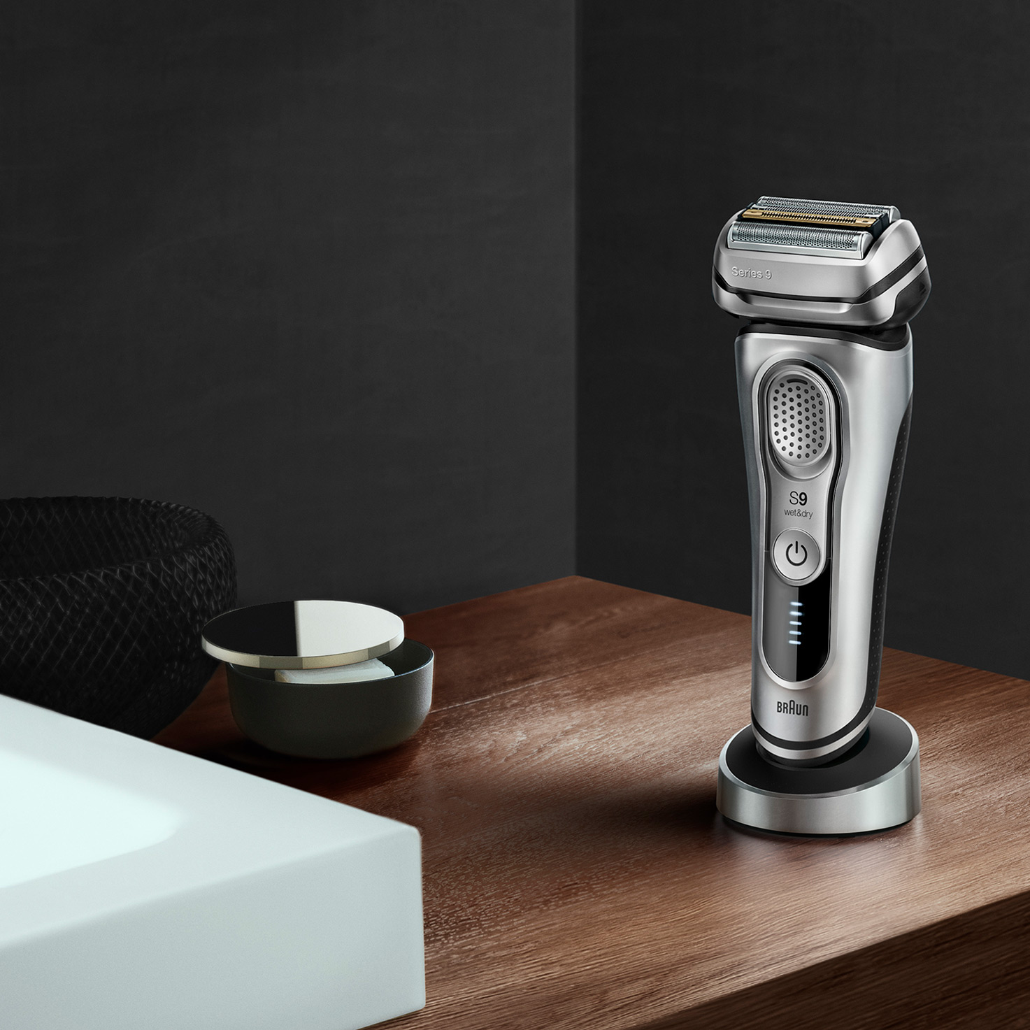 Series 9 9350s shaver in charging stand