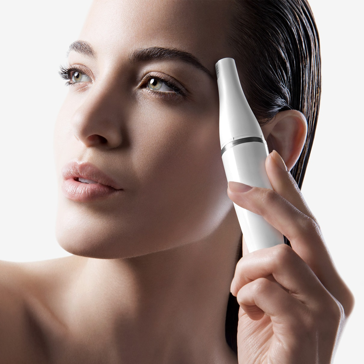 Braun Face 820 - facial epilator - in use