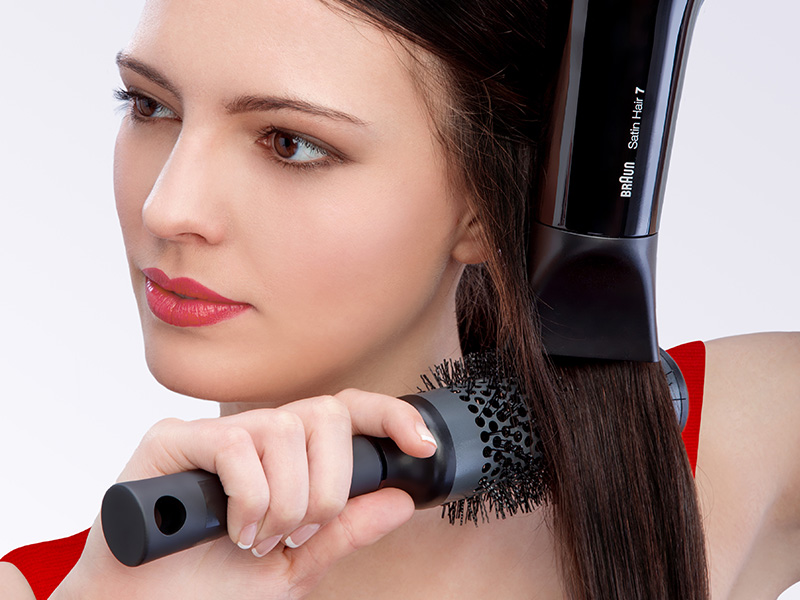 Drying your hair with the SensoDryer professional