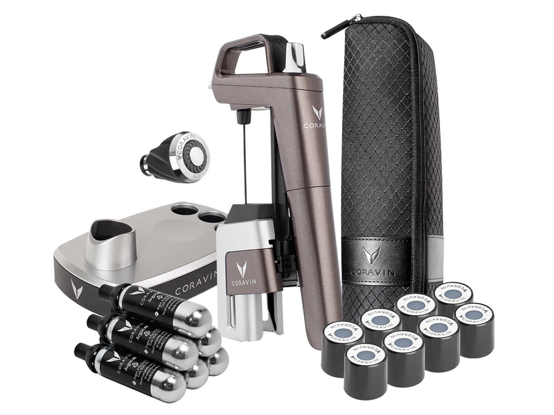 Limitierte Model Six Glimmer Auflage - Geschenkset-Komponenten auf weißem Hintergrund: System, Tragetasche, Schraubkappen, Sockel, Patronen, Belüfter