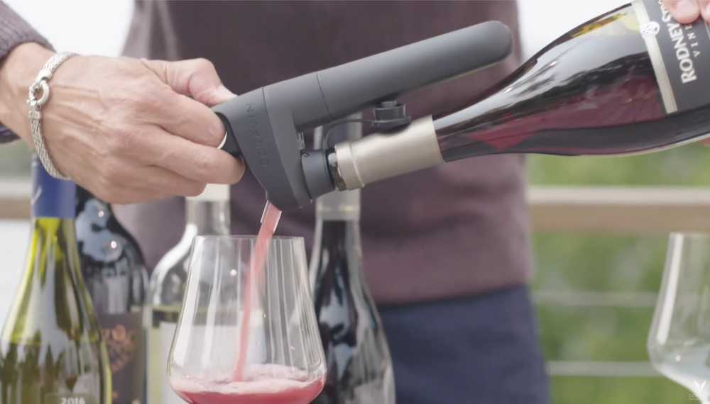 Using the Pivot Wine Preservation System to pour wine