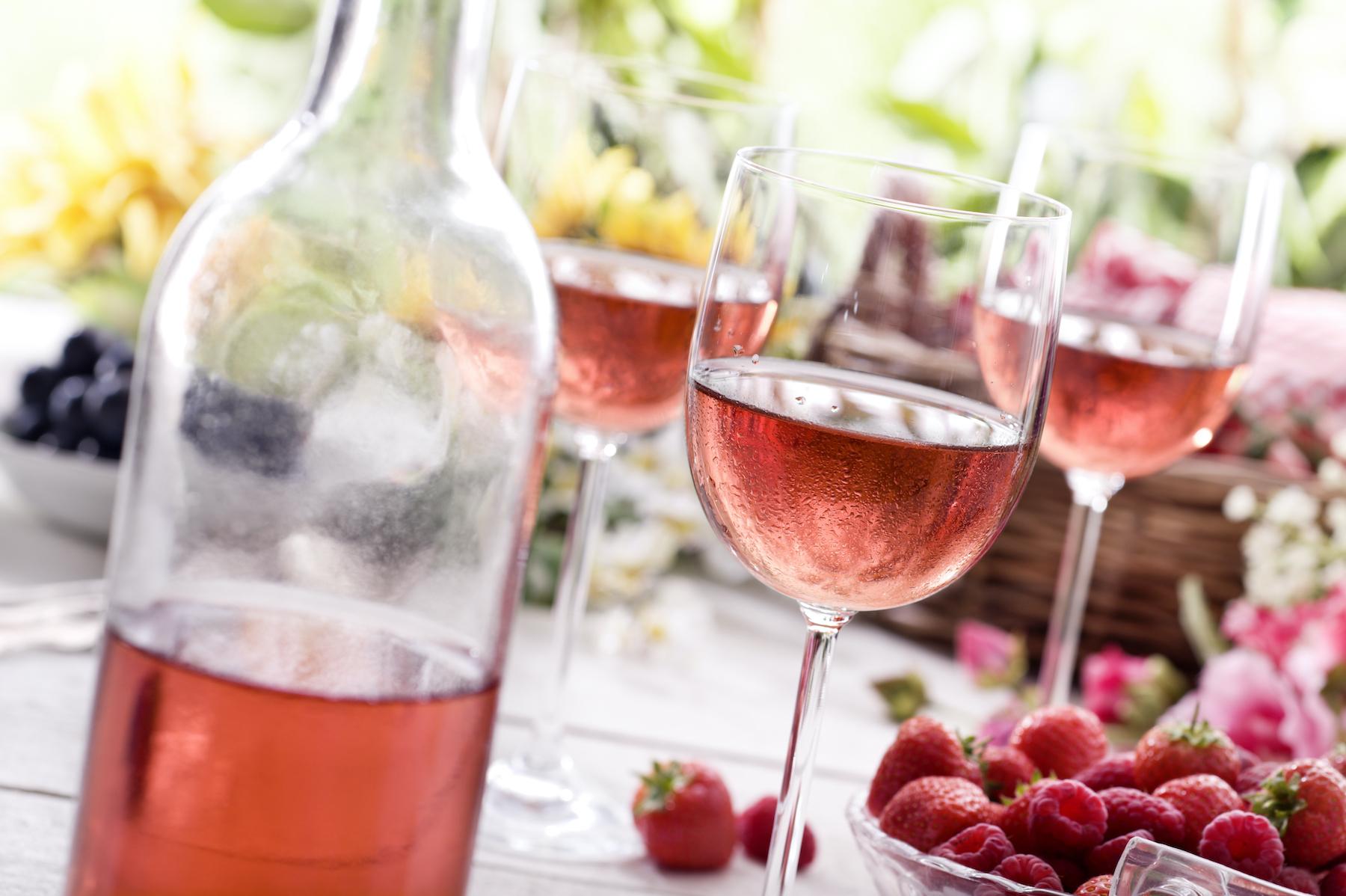 Summer-Rose-Wine-173271458 4256x2832
