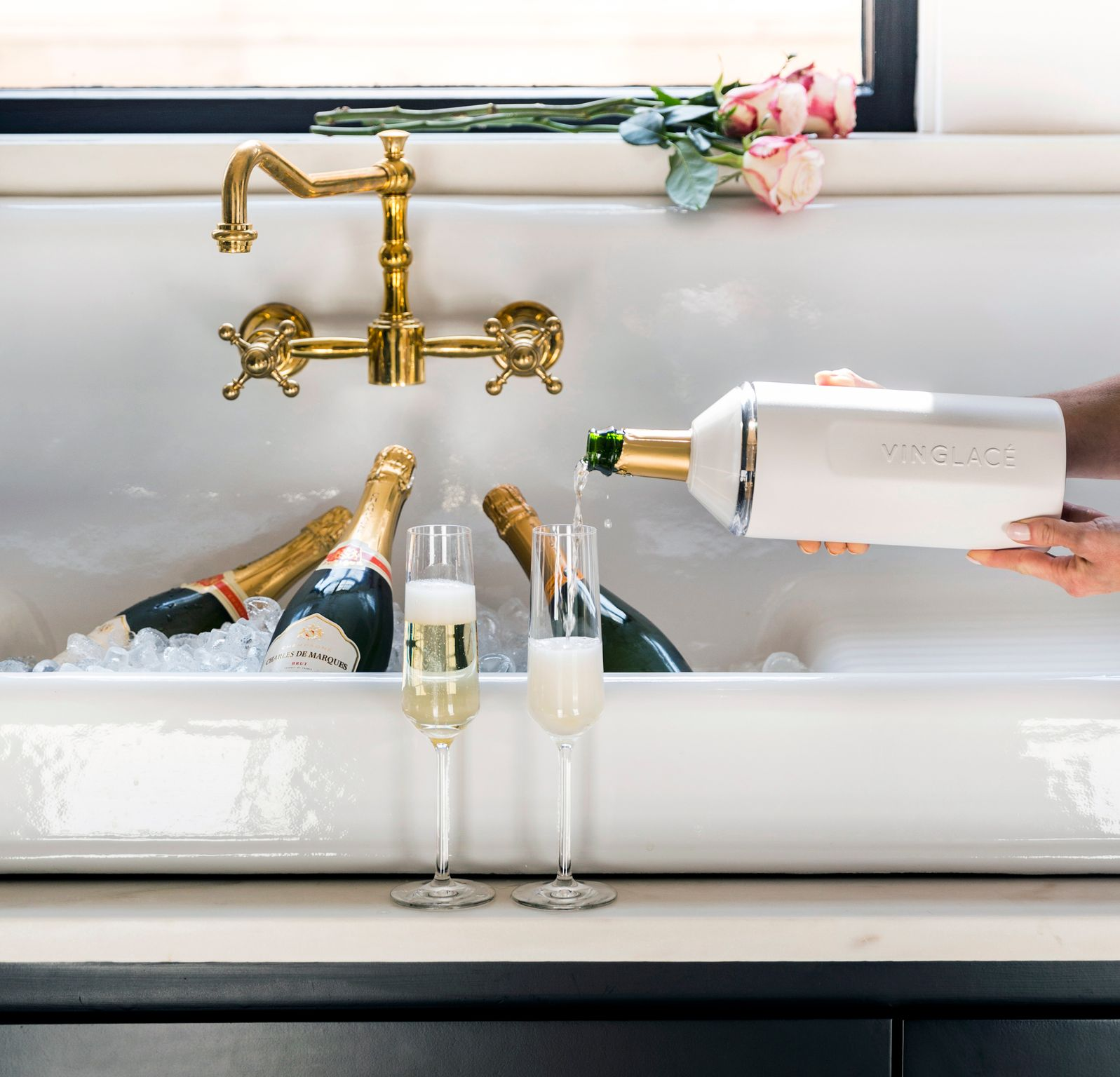 We created the Vinglacé line of products so that beverages of all types could be enjoyed at the proper temperature, without any metallic taste or smell. Whether it's wine or champagne, coffee or tea, sparkling water or soda, nobody likes the taste of metal.