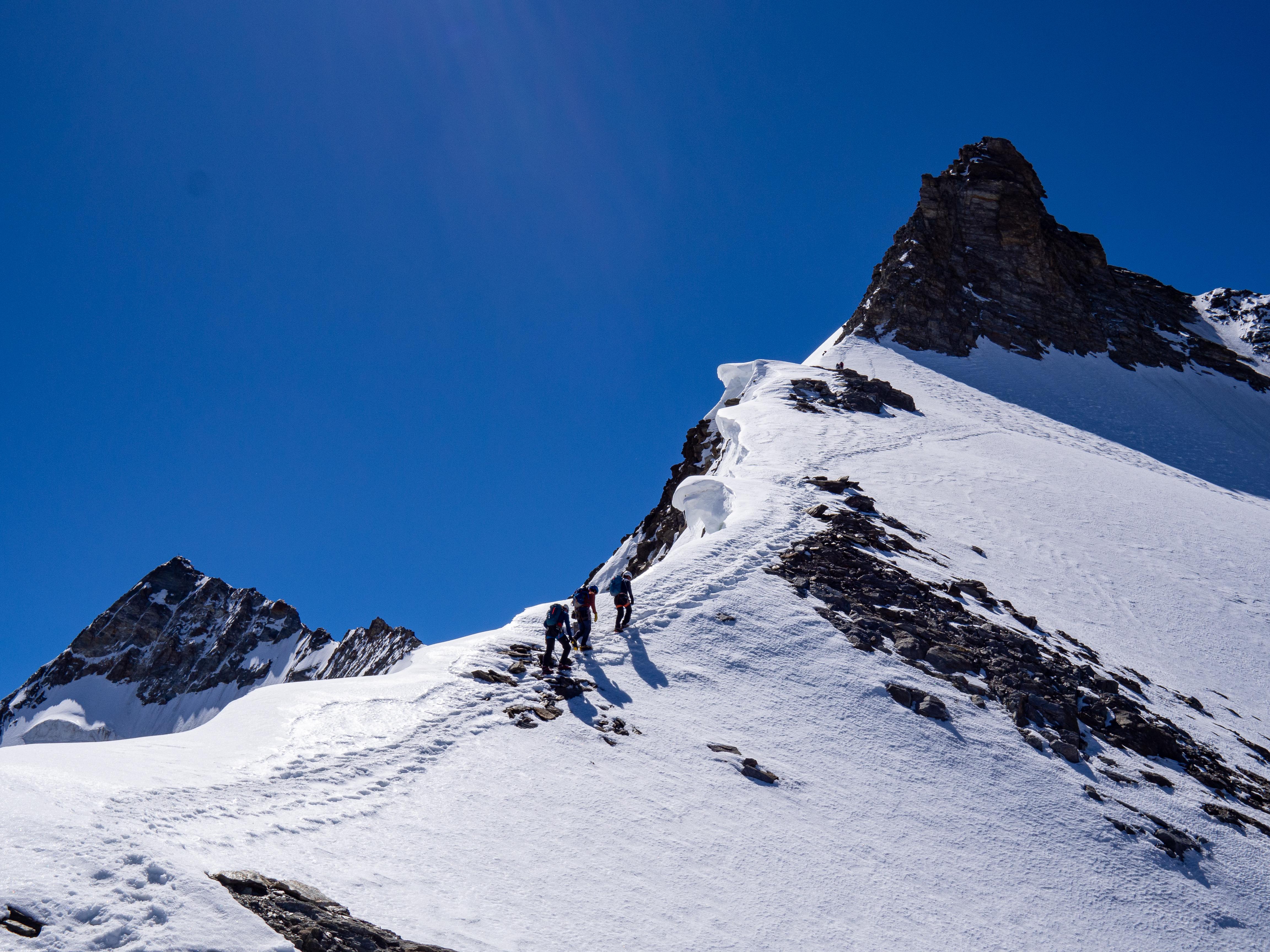 Snow ridge to Hoberghorn