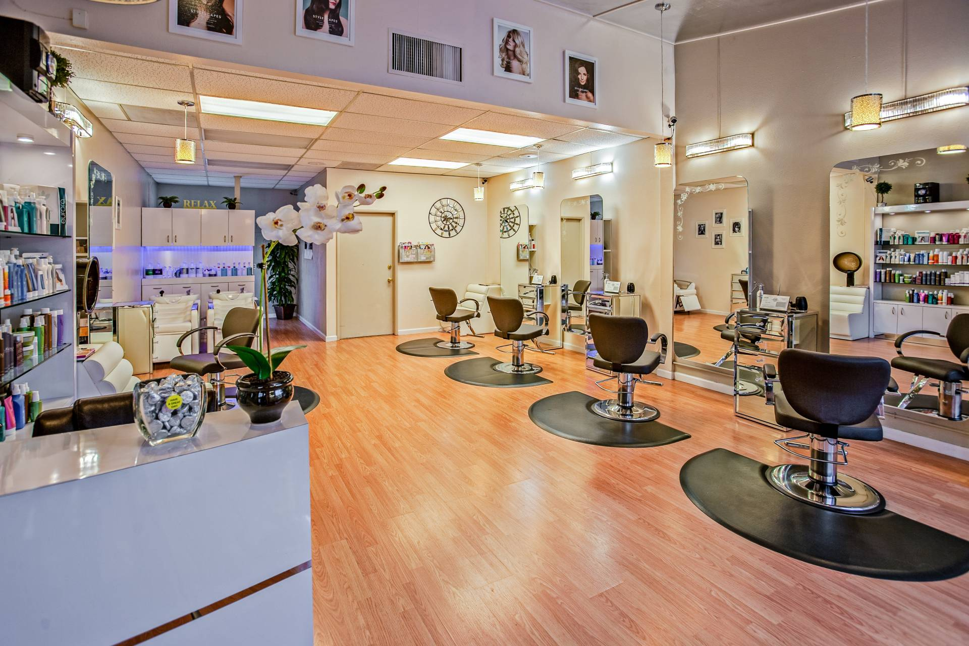 blow-dry-bar-del-mar-chairs-counter-853427