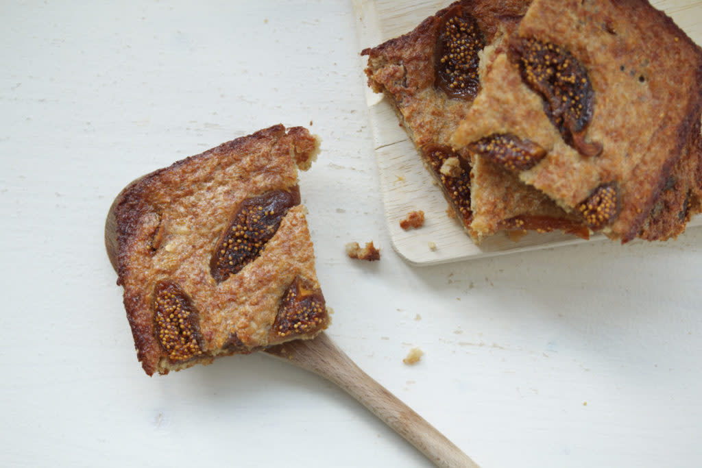 Baked oatmeal with dried figs