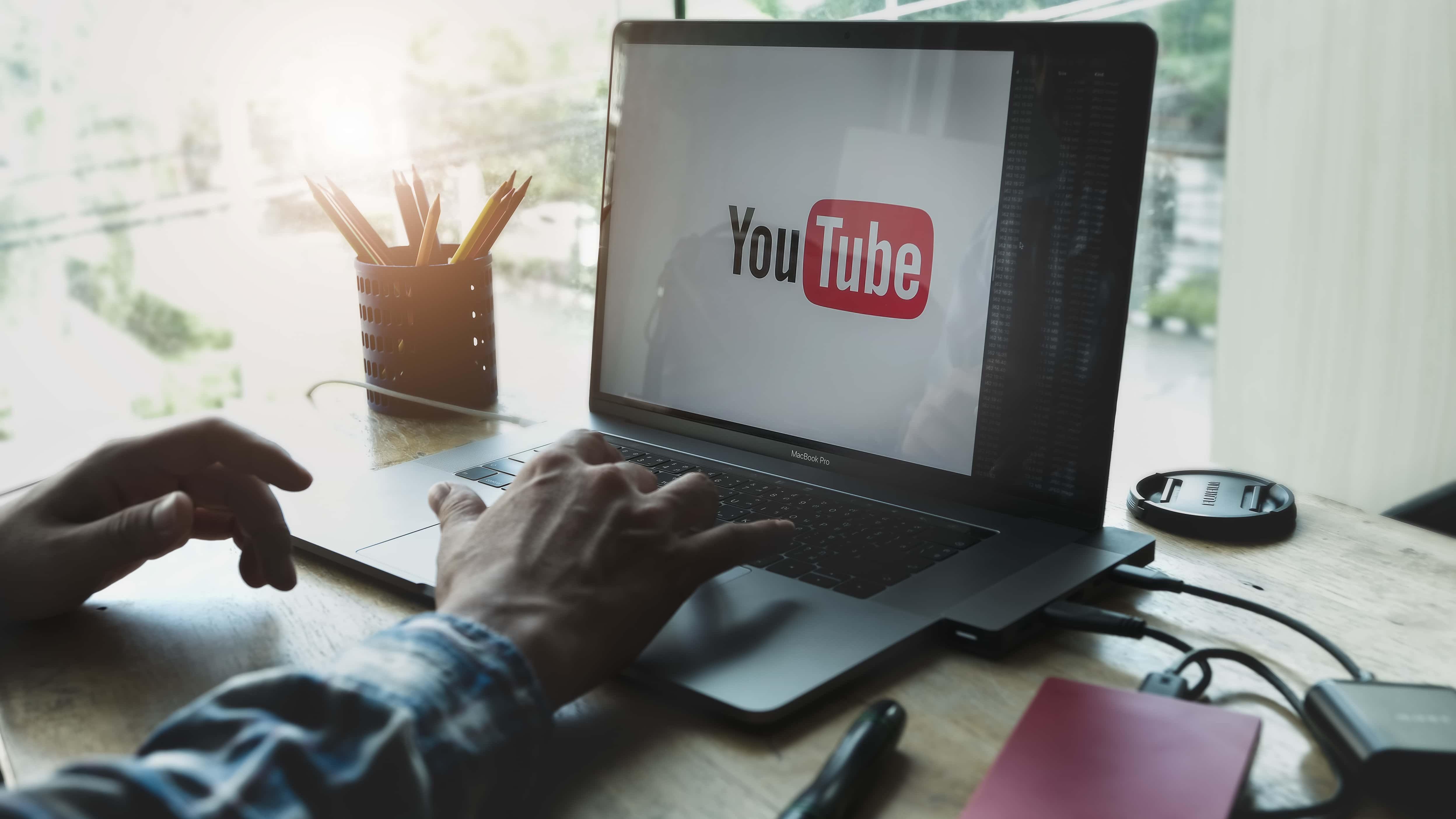 YouTubeで使ってない人はもったいない。YouTubeのインタラクティブ機能とは?のサムネイル画像