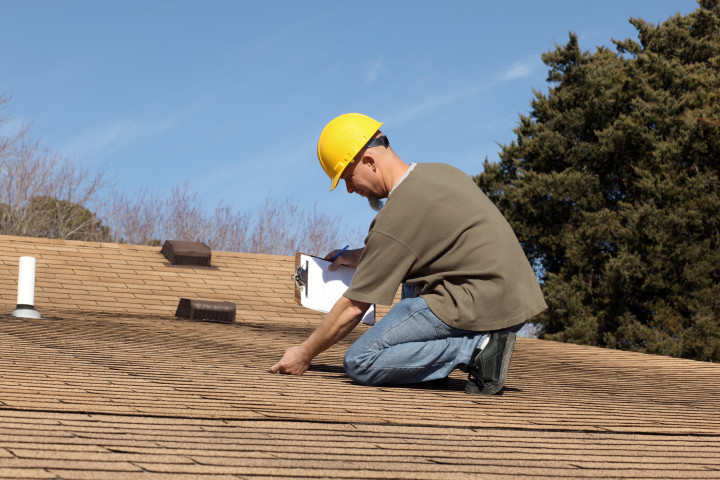 How to Get Homeowners Insurance with a Bad Roof