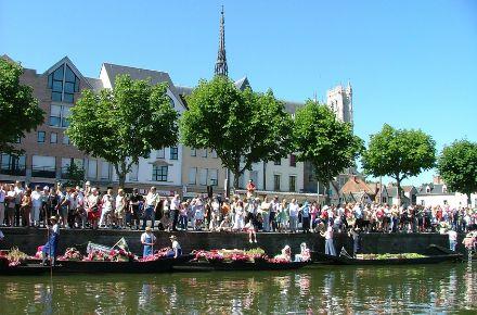 Marché sur l'eau, ®OT Amiens Métropole.png