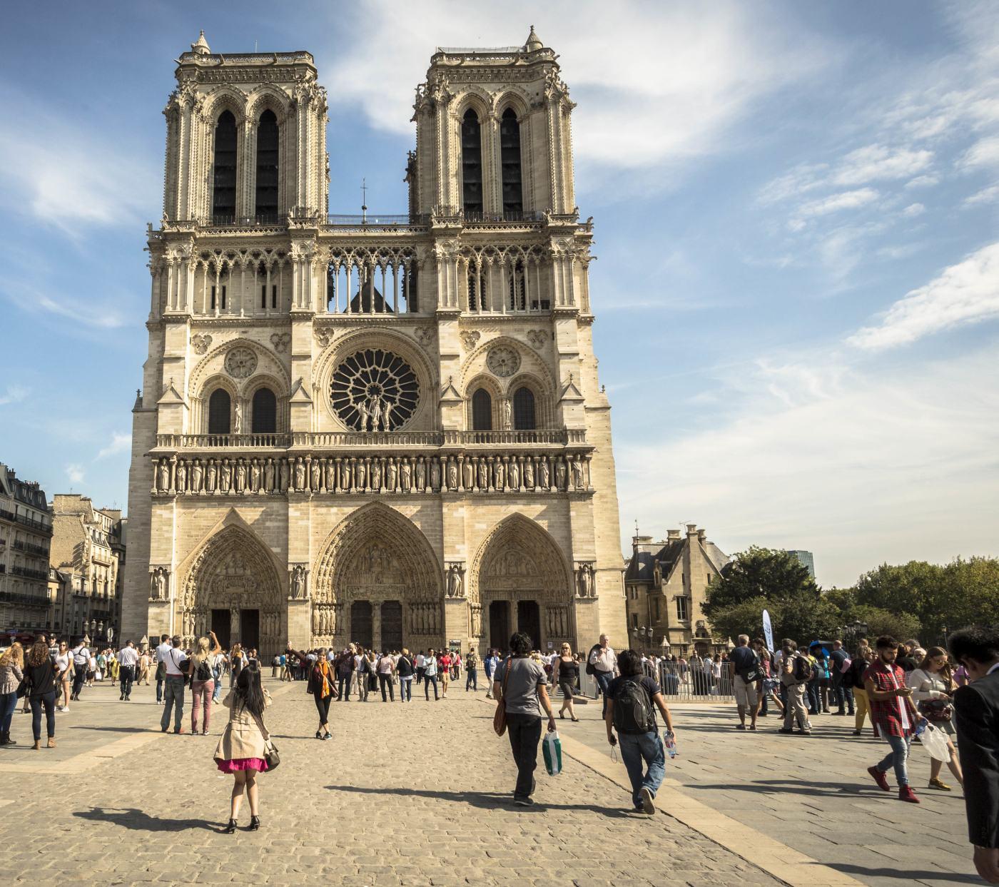 La Cathédrale Notre-Dame de Paris, entre culte et architecture 093edd1673bd