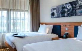 Hampton by Hilton Schiphol hotel room amsterdam netherlands
