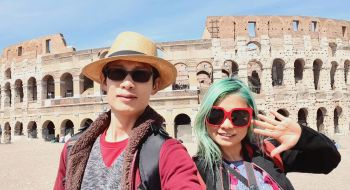 tourists-at-colosseum-rome-italy-guided-tours-travel