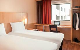 Ibis La Defense Paris Hotel Room