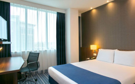Holiday Inn Express Schiphol amsterdam netherlands hotel room