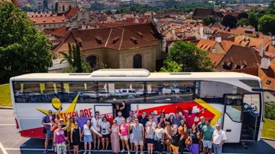 instagram1-prague-czech-republic-coach-group-shot-_wessel