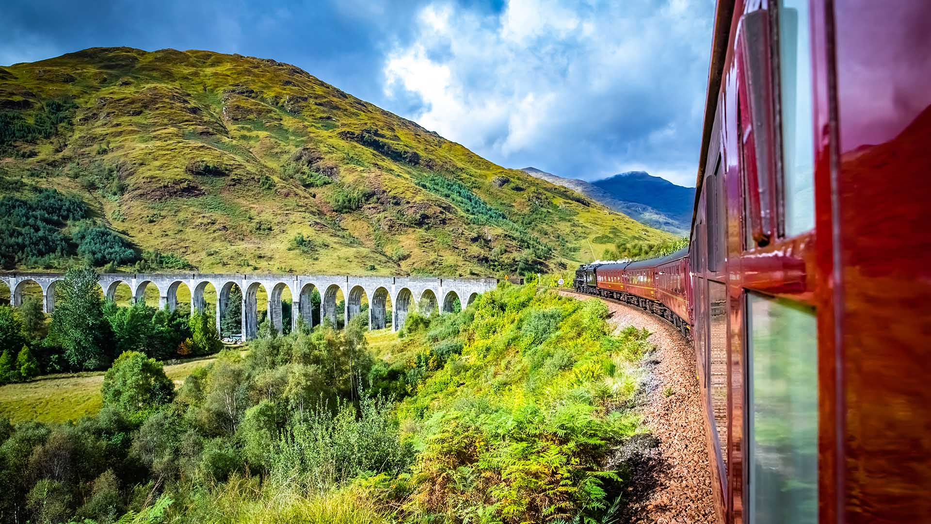 guided-rail-train-tours-expat-explore-train-europe-scotland