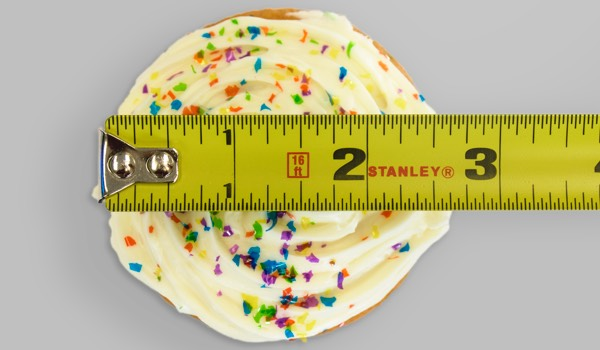 cupcake-w-measuring-tape