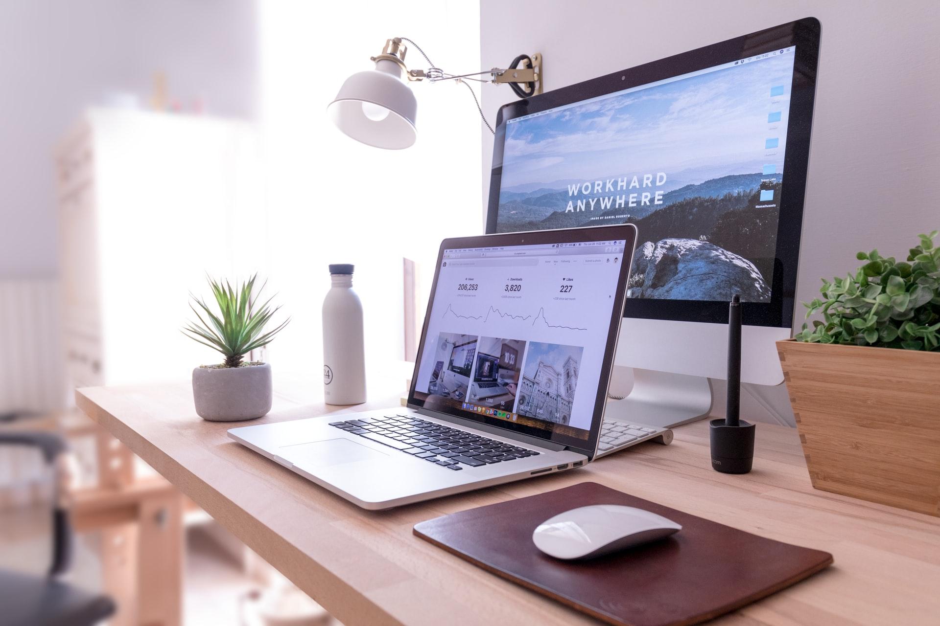 ノートパソコンとモニター