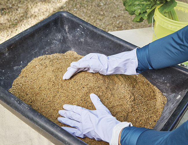 prepping-the-sand:The sand pile supports the concrete-covered leaf and creates a shallow depression that holds water when you turn the leaf over.