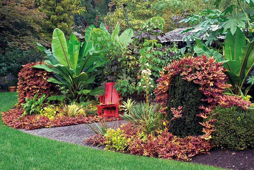 di-effectively-use-red-in-garden-Chair: Red painted chairs can add a pop of color to your patio.