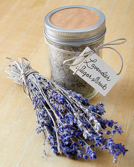 pj-lavender-scrub-final: Add a handmade label to your homemade lavendar sugar scrub for a final touch!